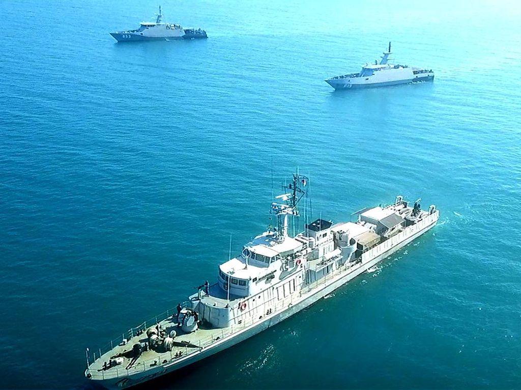Latihan Manuver Taktis, 3 KRI Simulasi Perang di Laut Makassar