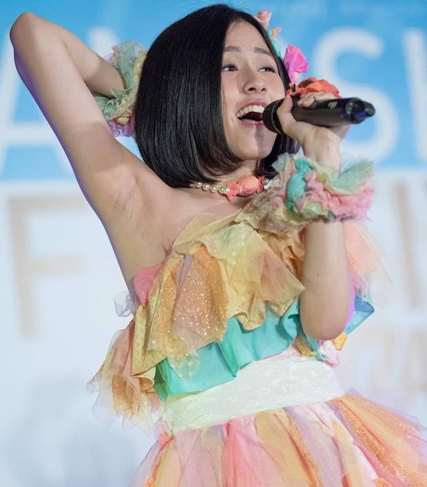 Kostum warna-warni ala JKT48