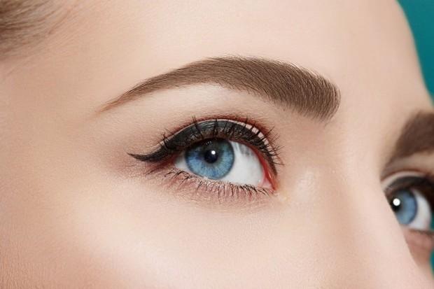 Coconut oil dapat digunakan sebagai serum penumbuh bulu mata