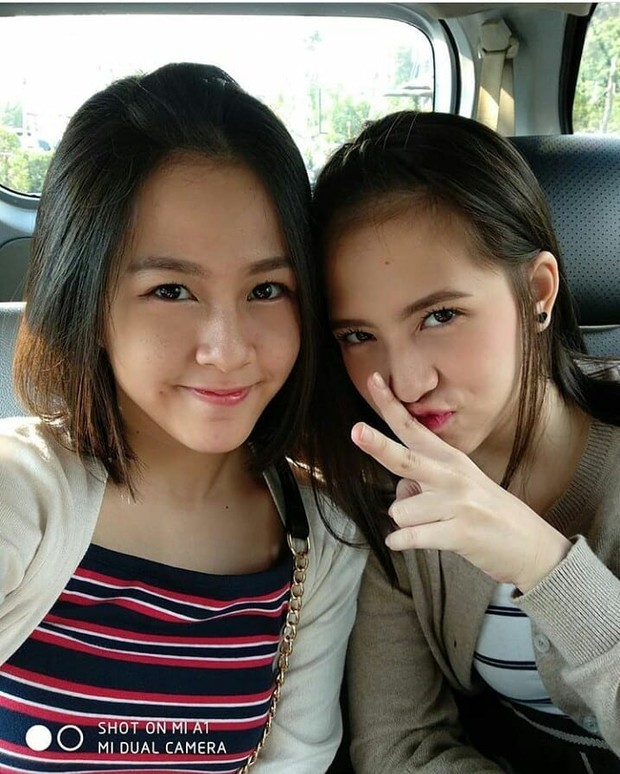 Kyla dan Zara JKT48 foto bareng