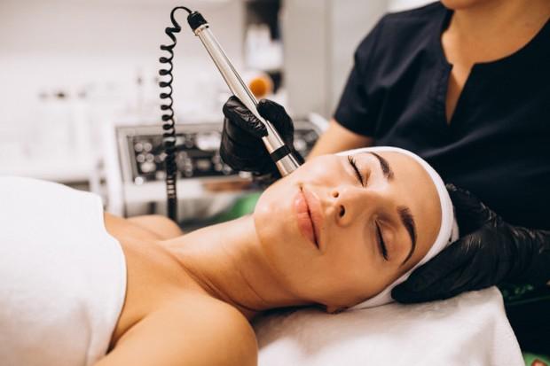 Terapi laser sangat ampuh dan cepat untuk mengatasi bopeng