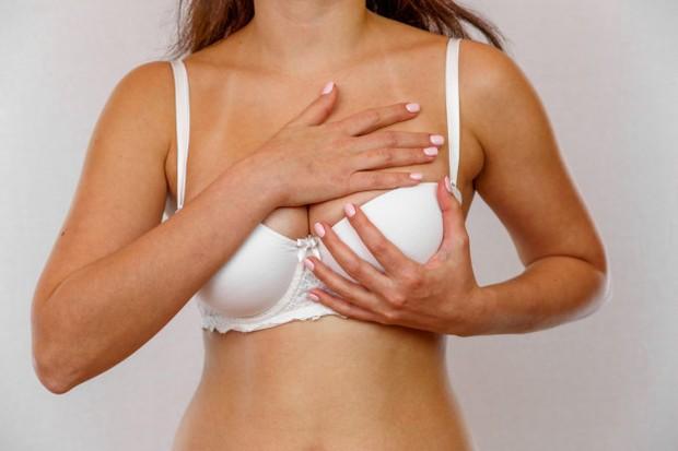 Memijat payudara bisa memperbesar ukuran payudara