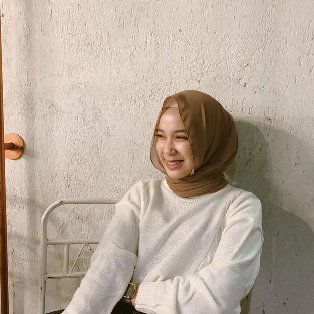 Gaya hijab simpel Indy 'Jurnal Risa'