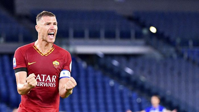 Romas Edin Dzeko celebrates after scoring a goal during a Serie A soccer match between Roma and Sampdoria at Olimpico Stadium in Rome Wednesday, June 24, 2020. (Alfredo Falcone/LaPresse via AP)
