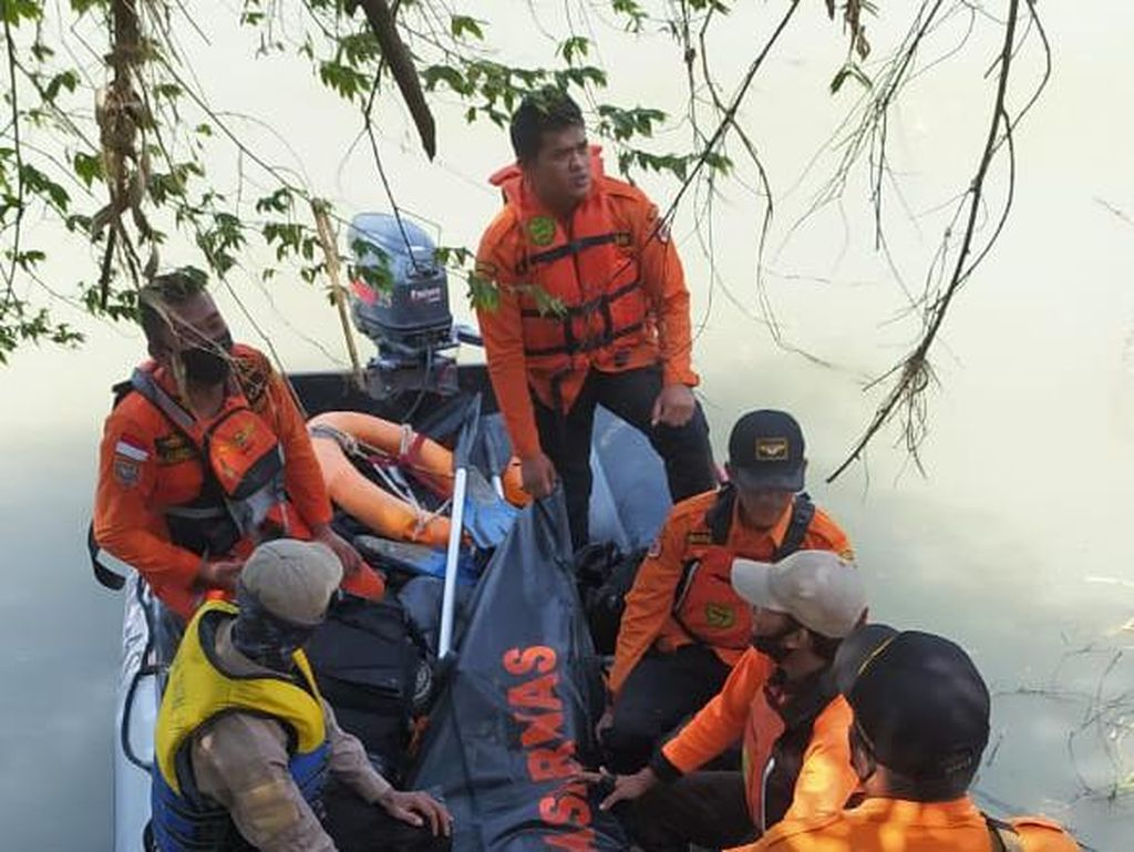 Hilang Tenggelam Sejak Kemarin, ABG Ini Ditemukan Tewas di Dasar Sungai