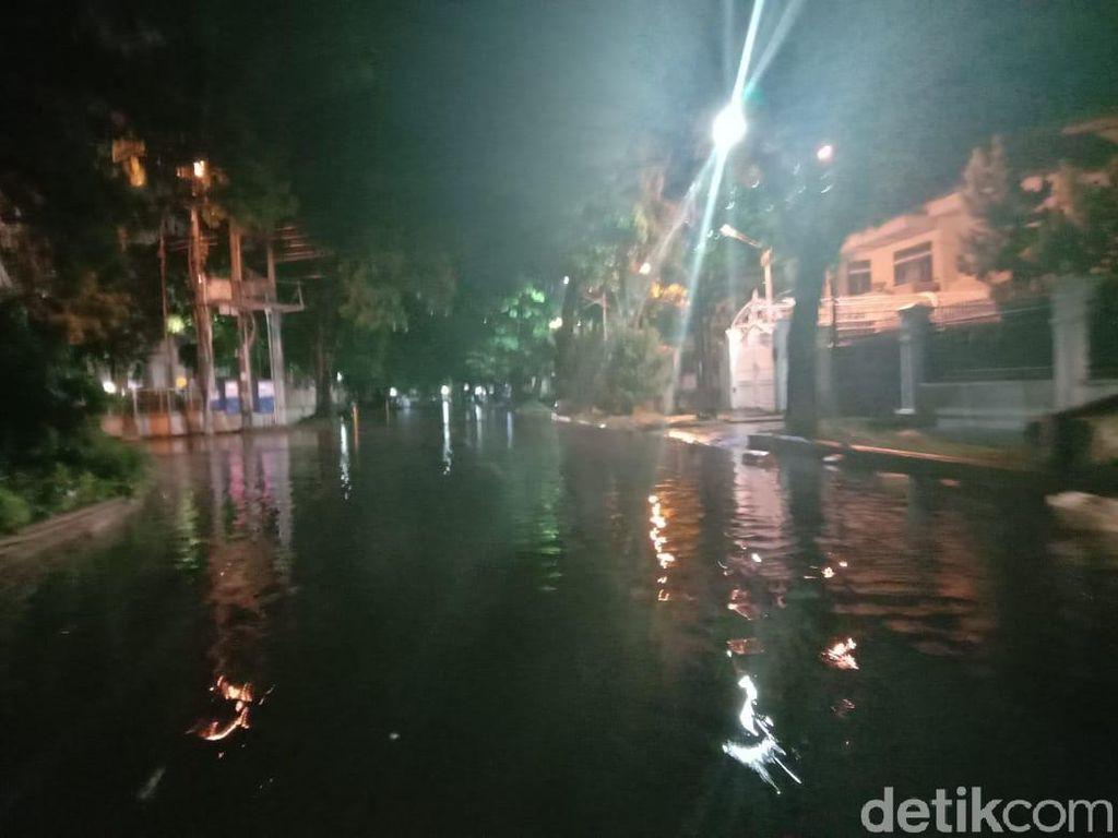 Sejumlah Ruas Jalan di Medan Tergenang Air Usai Diguyur Hujan Deras