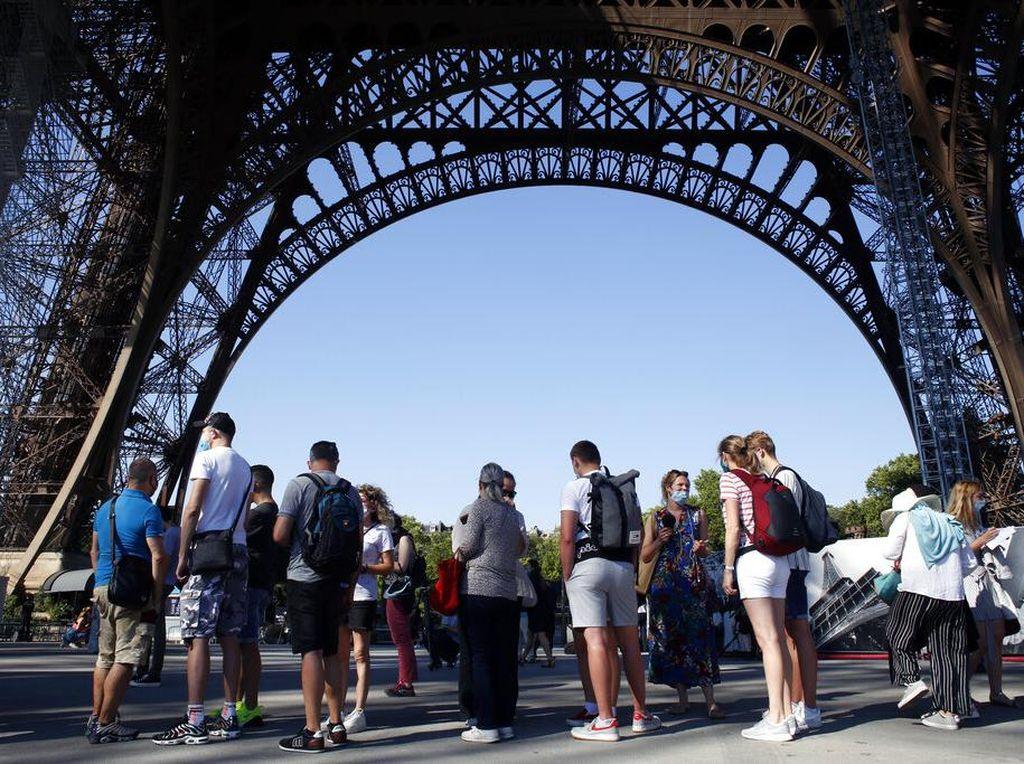Gawat! Krisis Toilet Umum di Paris, Warga Sampai Kencing Sembarangan