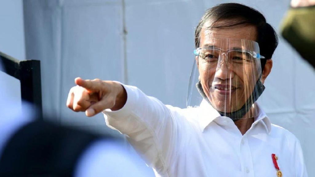 Jokowi Pakai Face Shield Saat Blusukan di Banyuwangi