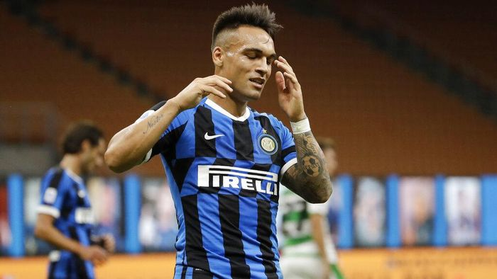 Inter Milans Lautaro Martinez reacts after missing a scoring chance during the Serie A soccer match between Inter Milan and Sassuolo at the San Siro Stadium, in Milan, Italy, Wednesday, June 24, 2020. (AP Photo/Luca Bruno)