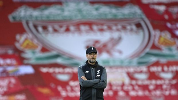 Liverpool's manager Jurgen Klopp stands on the pitch before the English Premier League soccer match between Liverpool and Crystal Palace at Anfield Stadium in Liverpool, England, Wednesday, June 24, 2020. (Shaun Botterill/Pool via AP)