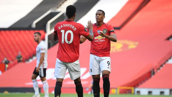 MANCHESTER, ENGLAND - JUNE 24: Anthony Martial of Manchester United celebrates with Marcus Rashford after scoring his teams first goal during the Premier League match between Manchester United and Sheffield United at Old Trafford on June 24, 2020 in Manchester, England. (Photo by Michael Regan/Getty Images)
