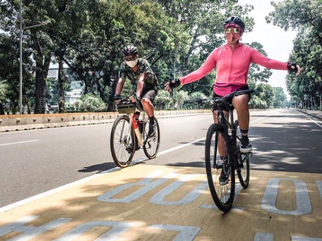 Ikut Gowes di Tour de Borobudur, Nirina Zubir: Jalannya Menantang
