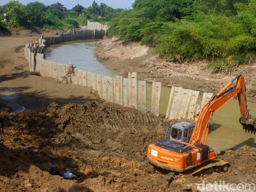 Turap di Sungai Cibeet Akhirnya Dibongkar!