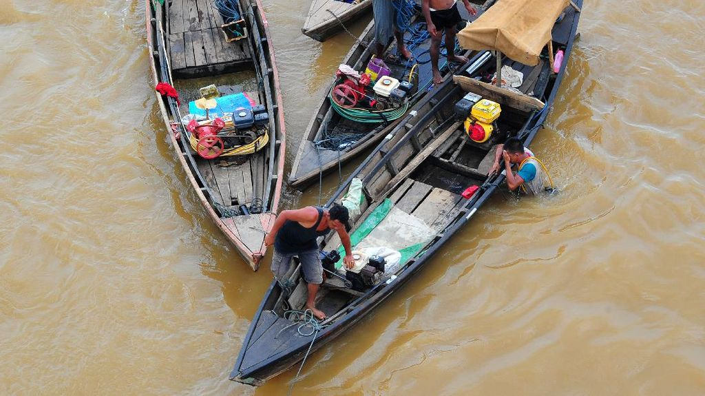 Potret Pencarian Emas dan Benda Kuno di Sungai Batanghari