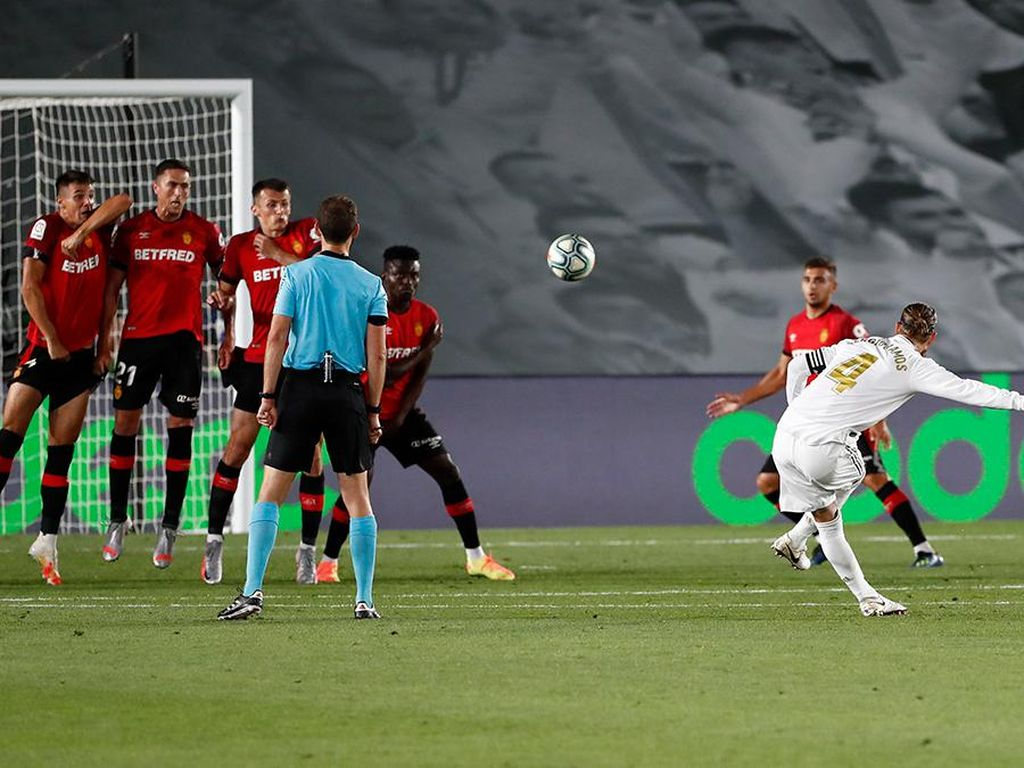 Mantul! Gol Tendangan Bebas Sergio Ramos Ala David Beckham