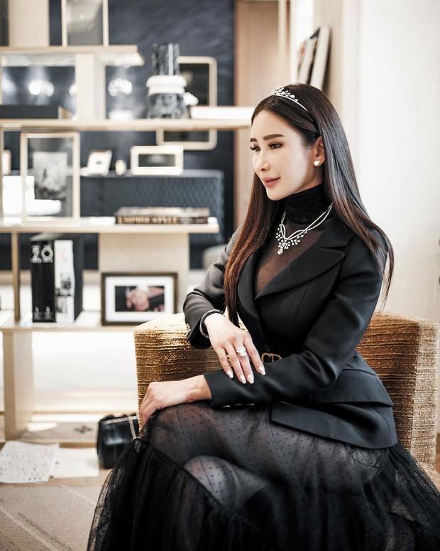 Potret elegam Jamie Chua yang cantik dan awet muda