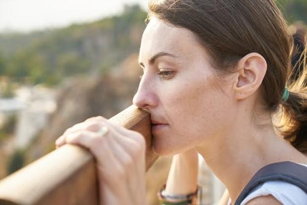 Depresi dapat diatasi dengan melakukan pemeriksaan ke dokter untuk mendapatkan pengobatan dan terapi.