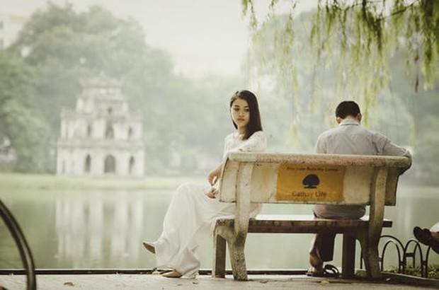 Mengenali dan mencintai diri sendiri lebih dalam dapat membantumu untuk melupakan mantan yang telah menyakitimu.