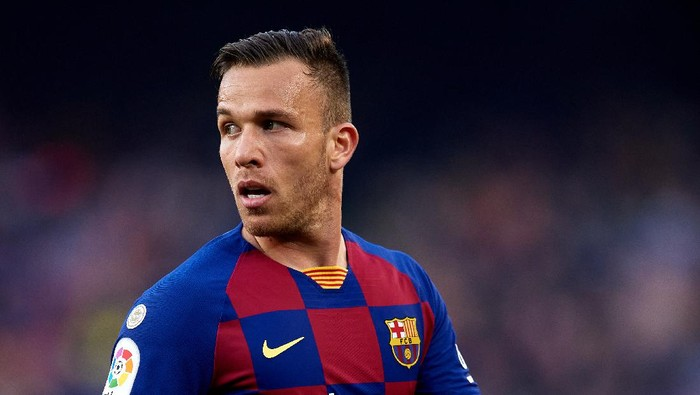 BARCELONA, SPAIN - FEBRUARY 22: Arthur Melo of FC Barcelona looks on during the La Liga match between FC Barcelona and SD Eibar SAD at Camp Nou on February 22, 2020 in Barcelona, Spain. (Photo by Alex Caparros/Getty Images)