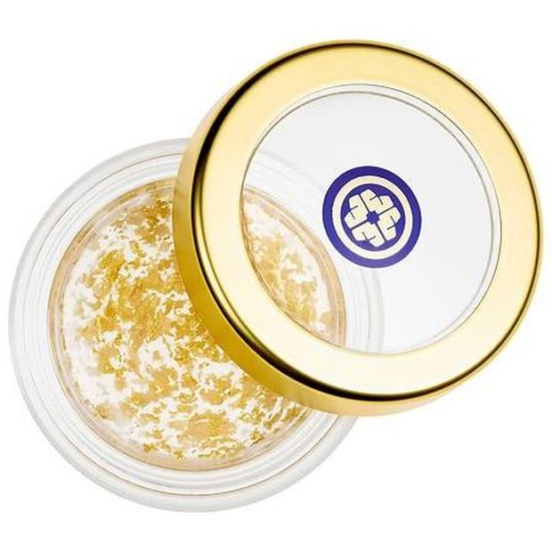 Tatcha Camellia Goldspun Lip Balm mengandung emas murni