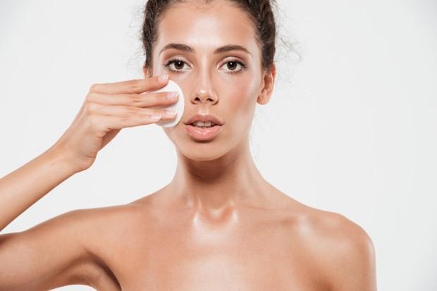 Baby oil mampu membersihkan kulit wajah secara menyeluruh