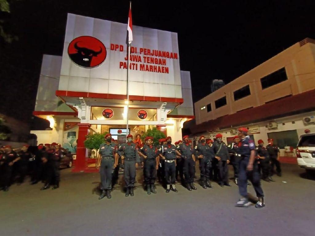 Bupati Semarang dan Anaknya Emoh Komentar Soal Ancaman Pemecatan PDIP