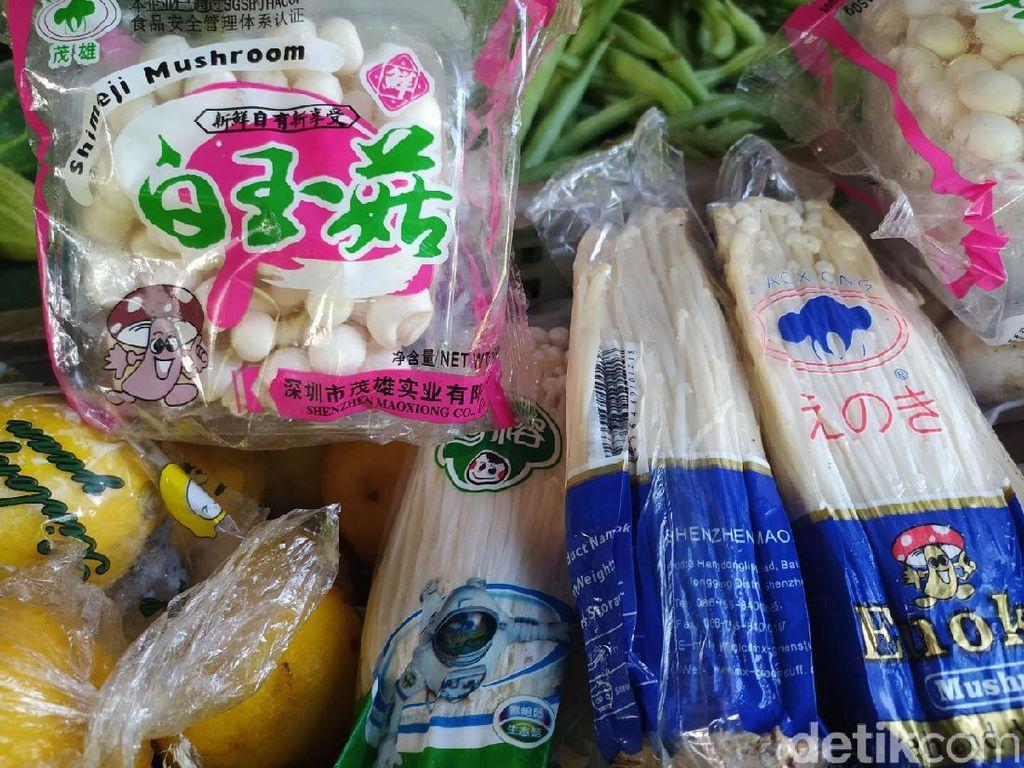 Jamur Enoki Masih Beredar di Pasar Baru Porong Sidoarjo