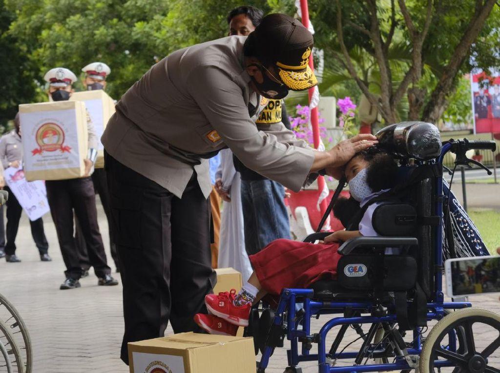 Polda Gorontalo Santuni Anak Difabel dan Korban Banjir di HUT Bhayangkara ke-74