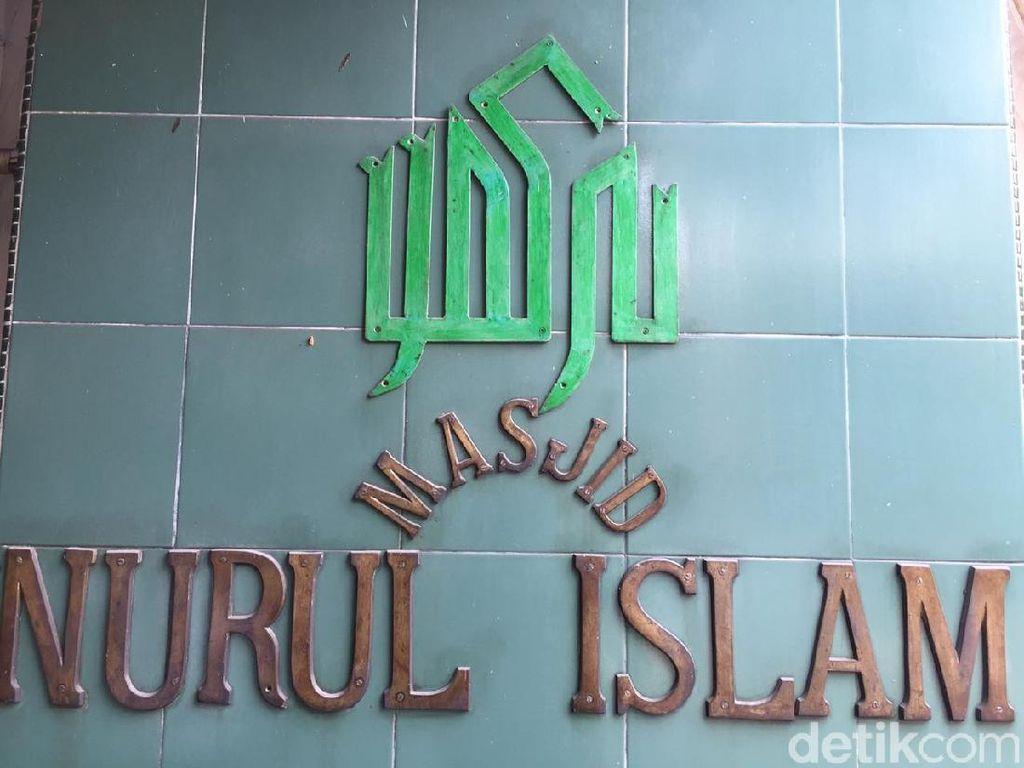 Salat Jumat di Masjid Nurul Islam Koja, Masih Ada Jemaah Salat di Jalan