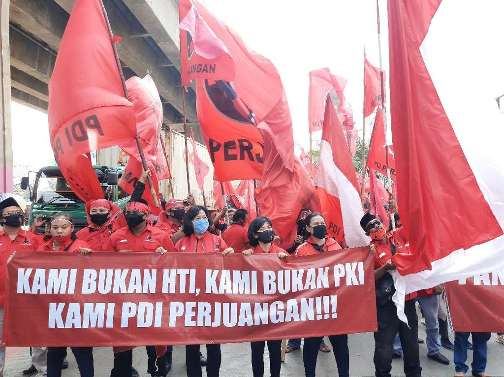 Demo ke Polres Jakut, Massa PDIP Tuntut Polisi Ciduk Pembakar Benderanya