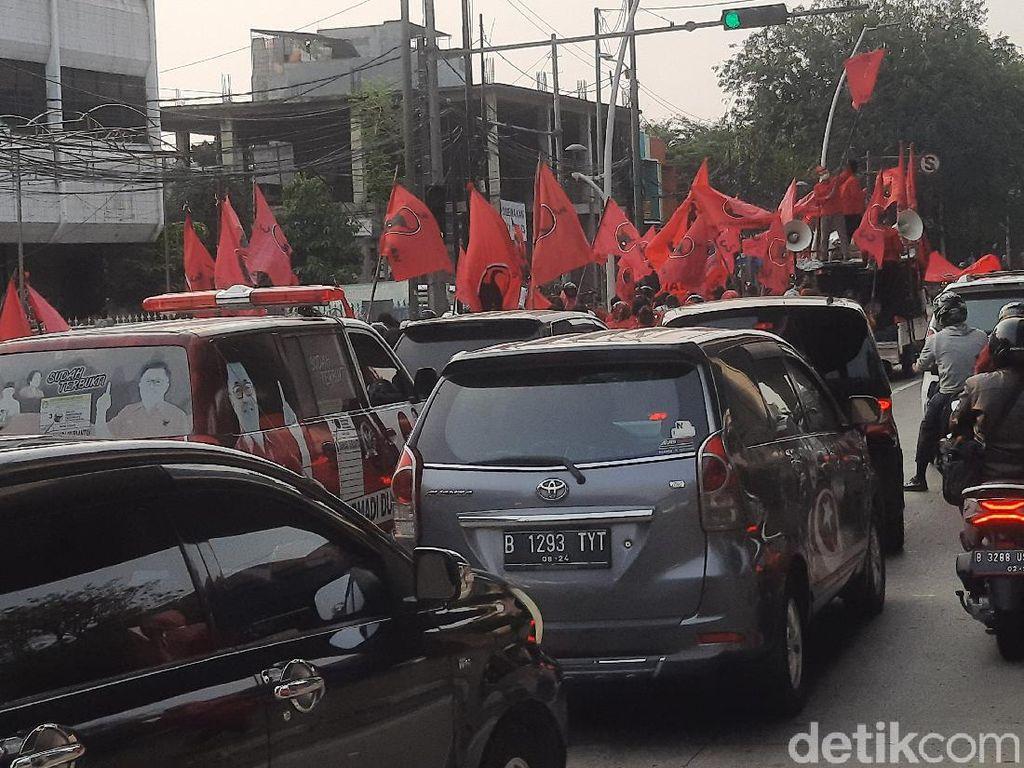 Usai Sampaikan Tuntutan soal Pembakaran Bendera, Massa PDIP Jakut Bubar