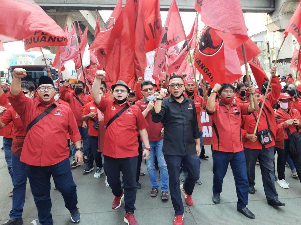 Orasi Massa DPC PDIP Jakut Saat Long March: Kibarkan Terus Bendera Kita!