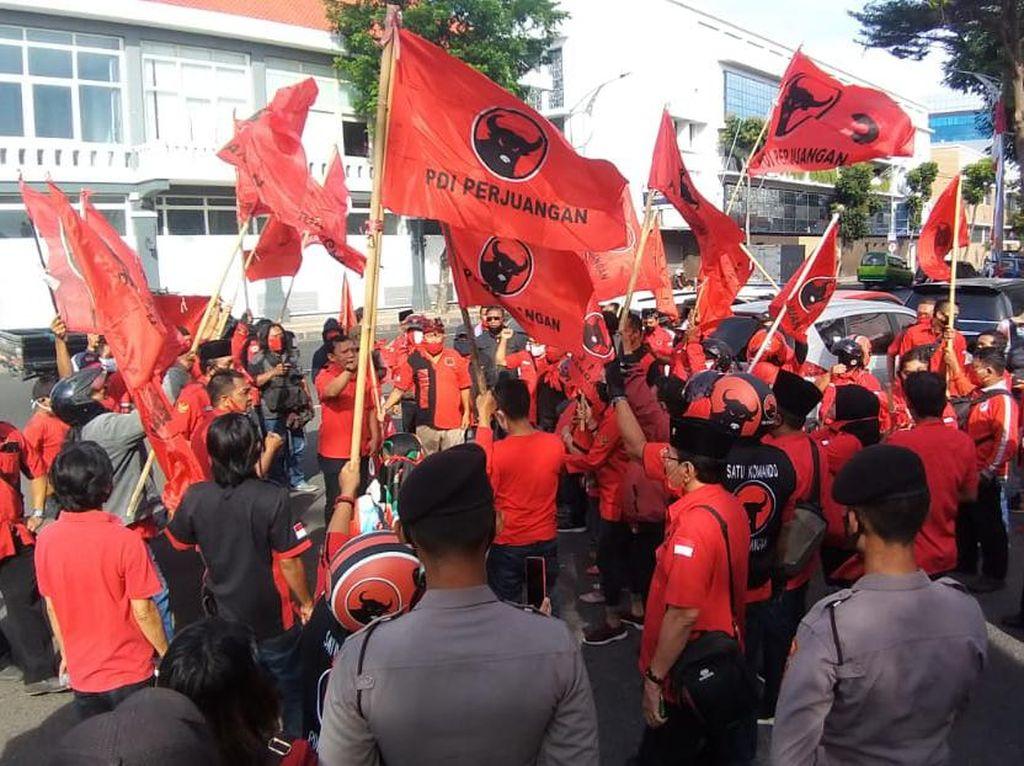 Datangi Polrestabes, PDIP Surabaya Resmi Laporkan Pembakar Bendera Partai