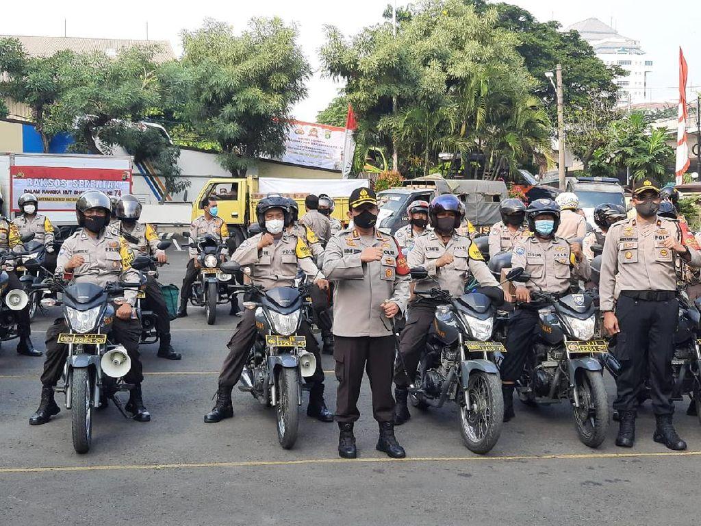 Sambut HUT Bhayangkara ke-74, Polres Jakut Bagikan 5.199 Paket Sembako