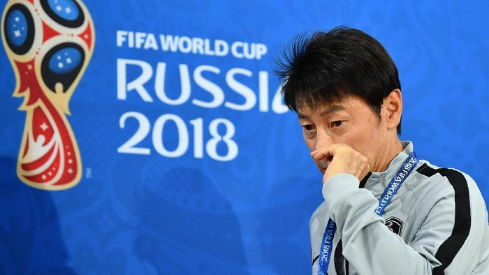 ROSTOV, RUSSIA - JUNE 22: Shin Tae-Yong coach of South Korea, gestures during a training and press conference ahead of the match against Mexico as part of FIFA World Cup Russia 2018 at Rostov Arena on June 22, 2018 in Rostov, Russia. (Photo by Hector Vivas/Getty Images)