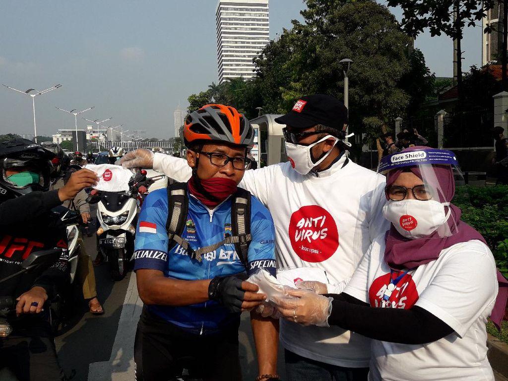 Bagi-bagi Masker Gratis, Wakil Ketua KPK: Nilai-nilai Antikorupsi Itu Peduli