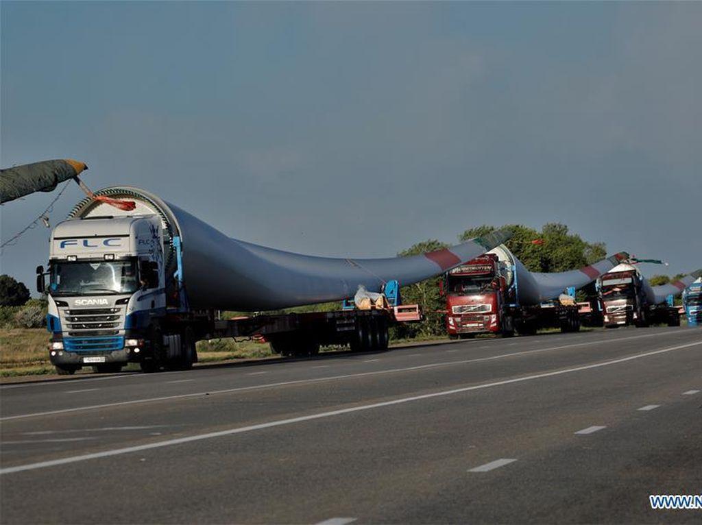 6 Baling-baling Raksasa Diboyong dari China ke Kazakhstan Pakai Truk