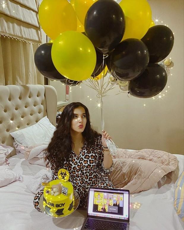 Baby Shower virtual Tasya Farasya bertema Quarantine Party
