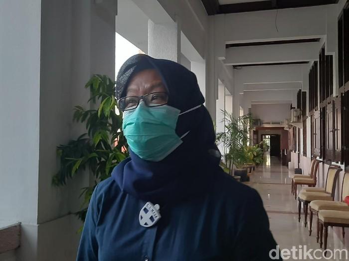 Pemkot Surabaya memastikan pelayanan kesehatan untuk ibu hamil tidak terganggu di tengah pandemi Corona. Pemkot telah bekerja sama dengan beberapa rumah sakit.