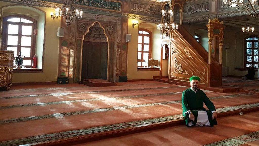 Potret Masjid yang Jadi Rumah Kucing Liar