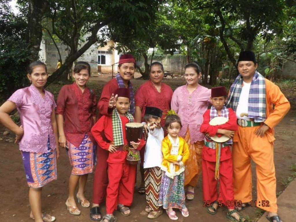 Potret Palang Pintu Wanita di Kampung Sawah