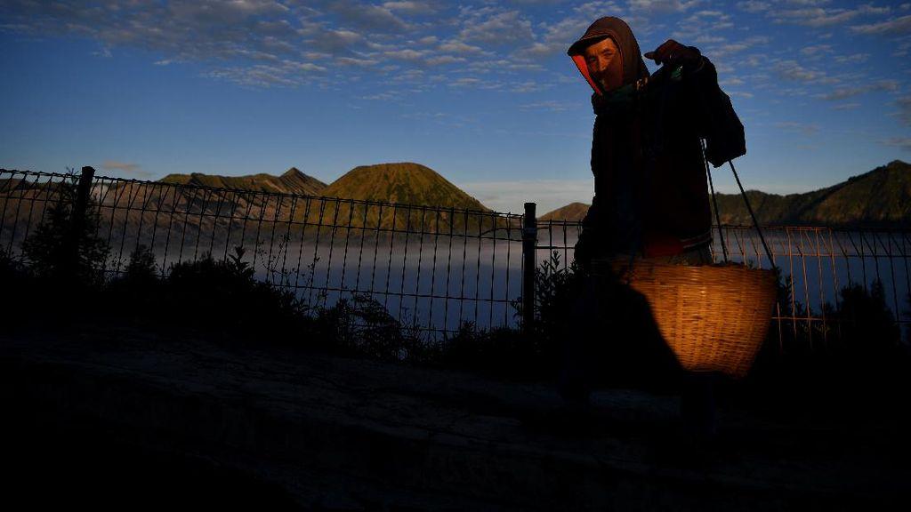 Wisata Gunung Bromo Menanti Dibuka