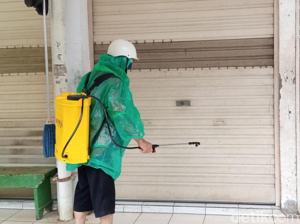 4 Pedagang Terpapar Corona, Pasar Gembrong Jakpus Disemprot Disinfektan