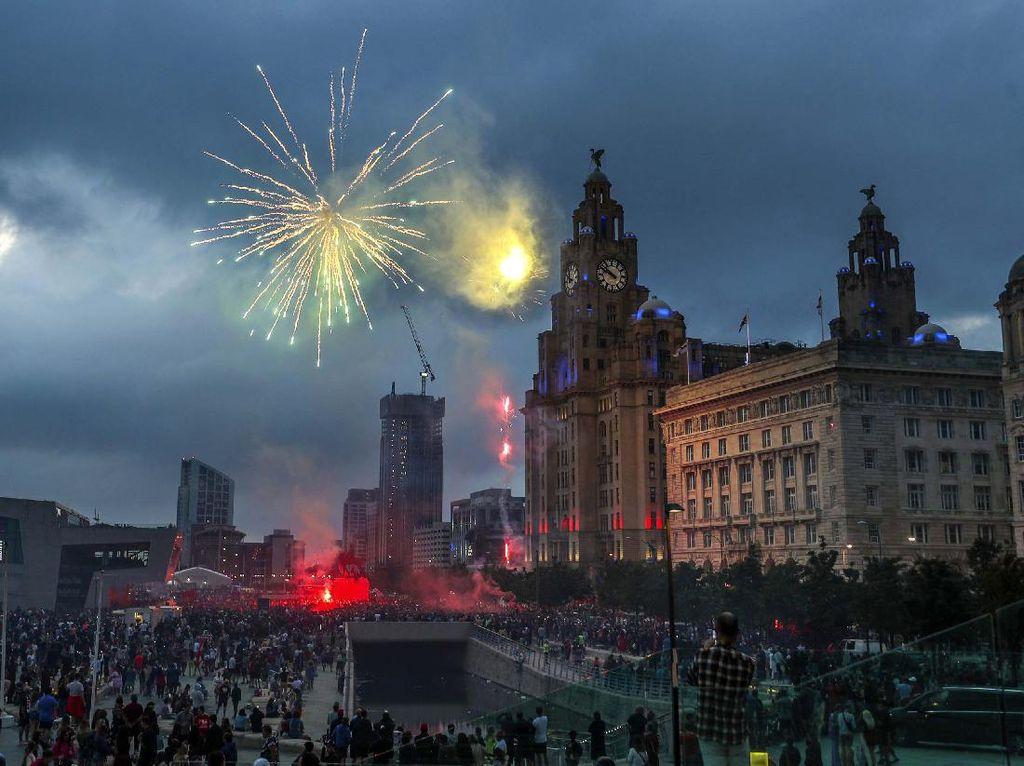Pesta Pendukung Liverpool Berlanjut