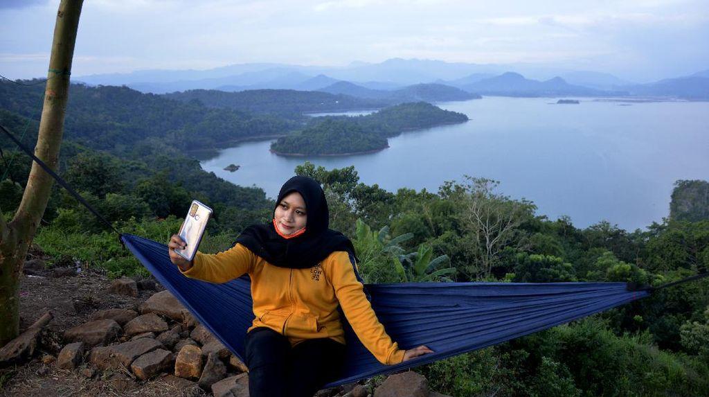 Selfie Yuk di Bukit Indah Beroanging
