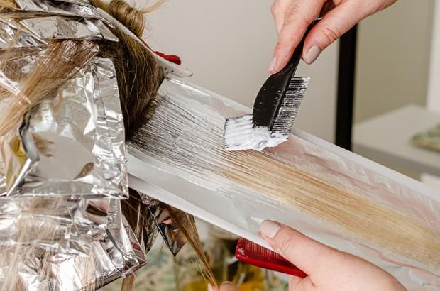Komposisi produk perawatan rambut perlu diperhatikan lebih teliti lagi untuk menghindari kerusakan.