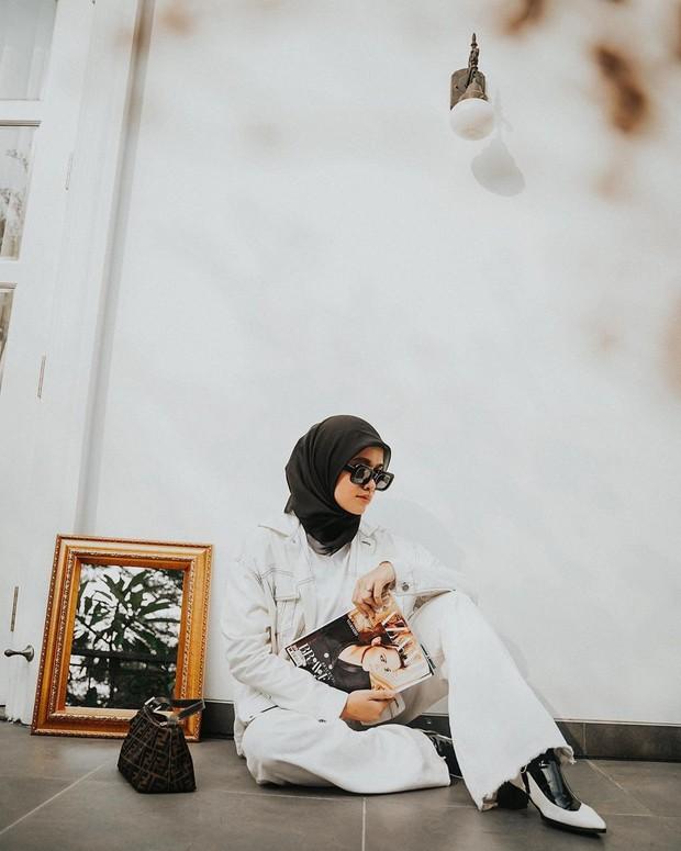 Ana Octarina mengaku masih dalam proses pembelajaran mengenakan hijab.