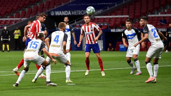 MADRID, SPAIN - JUNE 27: Alvaro Morata of Atletico Madrid wins a header during the La Liga match between Club Atletico de Madrid and Deportivo Alaves at Wanda Metropolitano on June 27, 2020 in Madrid, Spain. (Photo by Denis Doyle/Getty Images)