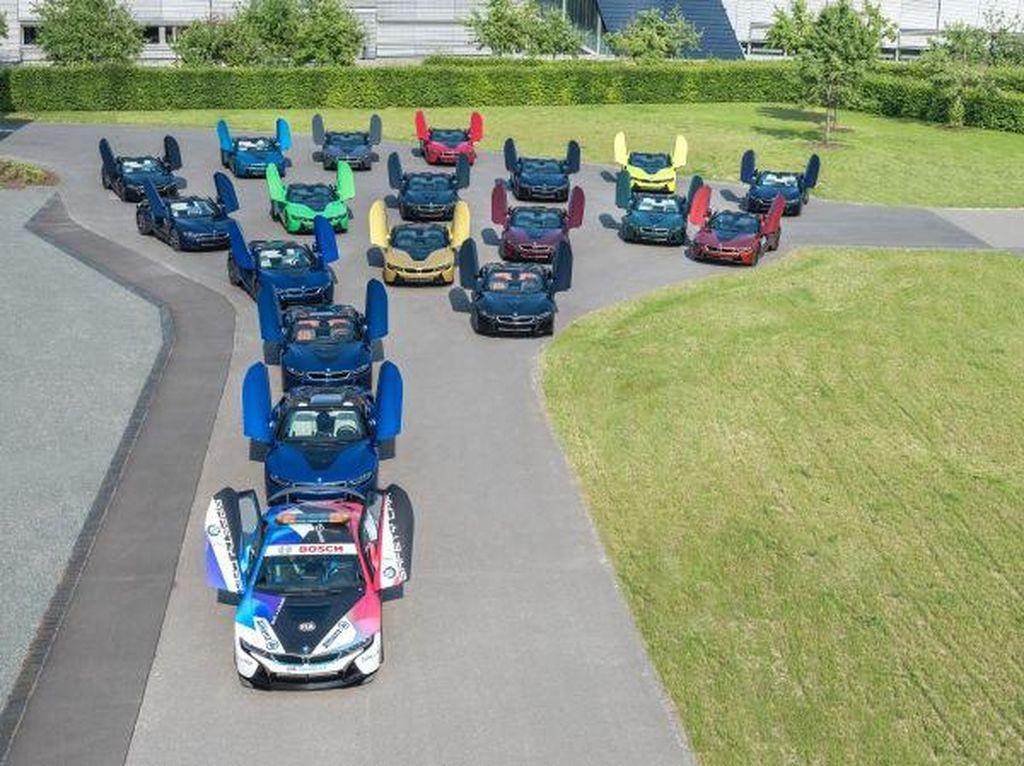 Salam Perpisahan BMW i8, Bikin Barisan dengan 18 Warna Cantik