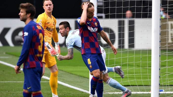 VIGO, SPAIN - JUNE 27:   Fedor Smolov of RC Celta Vigo celebrates scoring his sides first goal during the Liga match between RC Celta de Vigo and FC Barcelona at Abanca-Balaídos on June 27, 2020 in Vigo, Spain. (Photo by Octavio Passos/Getty Images)